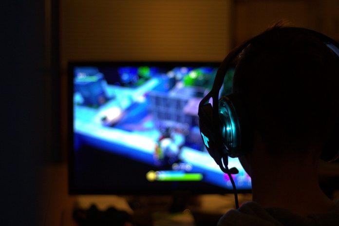pixabay videogiochi ragazzi gamestop pc computer videogame isolamento