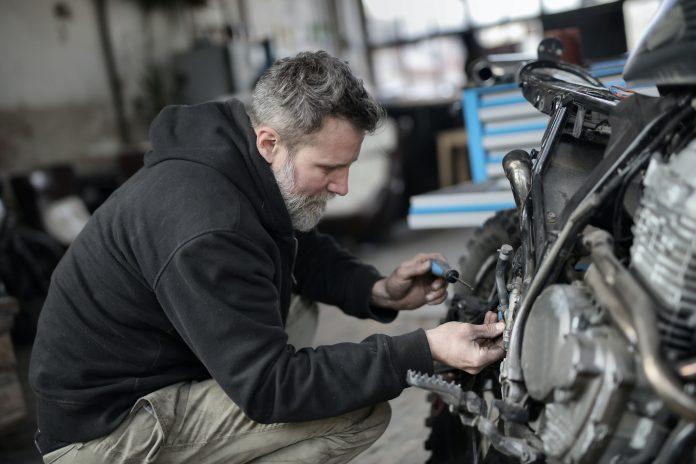 meccanico carrozziere officina auto riparazioni