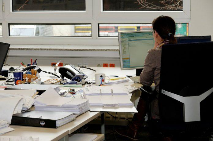 segretaria ufficio imprenditrice imprenditoria femminile lavoro computer