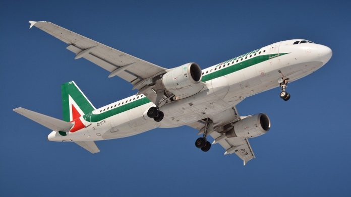pixabay alitalia aereo compagnia aerea volo