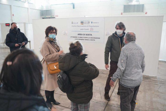 Oggi sopralluogo del sindaco di Verona e dell'Ulss 9 al punto vaccini in Fiera a Verona, in foto Denise Signorelli e Federico Sboarina