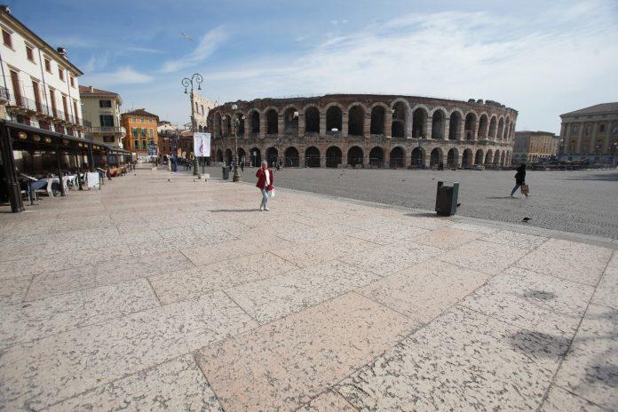 Verona Arena piazza Bra liston