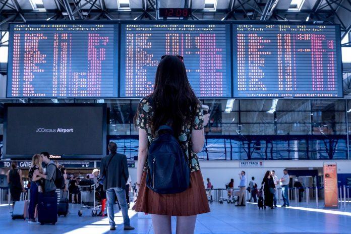 digital green pass pass vaccinale viaggio viaggiatrice aeroporto partenze arrivi viaggiare aereo stazione