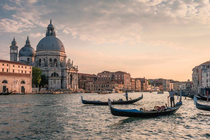 gondole venezia gondola canal grande gondolieri san marco