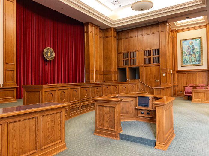 tribunale corte giudici avvocato giudice aula processo