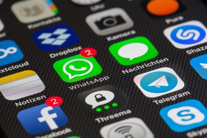 smartphone app telegram facebook whatsapp schermo