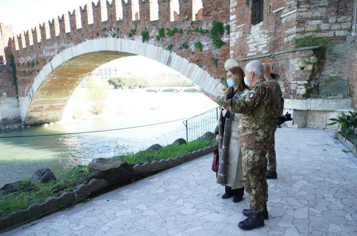 Il Generale Scala e l'Assessore Donazzan al Circolo di Castelvecchio
