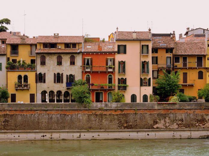 Case a Verona mercato immobiliare immobili edifici storici centro adige lungadige