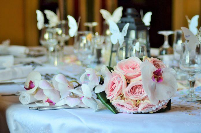 Matrimoni ricevimento banchetto nozze sposi fiori
