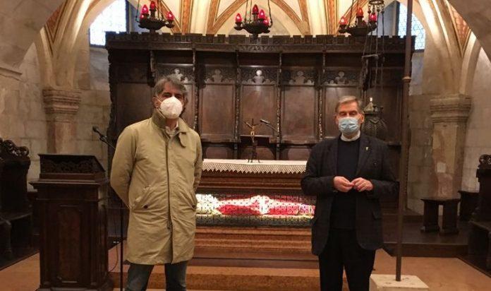 Sboarina in visita alla Basilica di San Zeno assieme all'abate Gianni Ballarini.