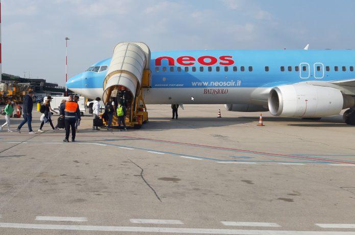 Il Boeing 737/800 con 170 persone a bordo è decollato dall'aeroporto Catullo alle 10 del mattino con il 90% del coefficiente di riempimento dell'aeromobile.