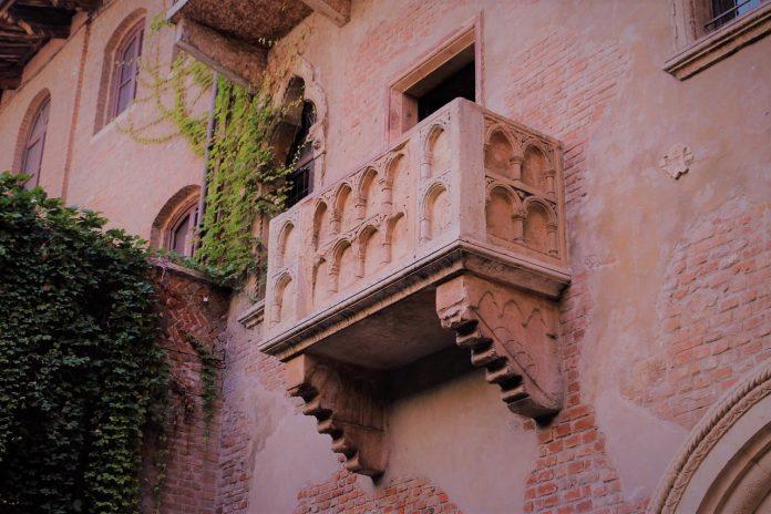 balcone casa di giulietta netflix verona