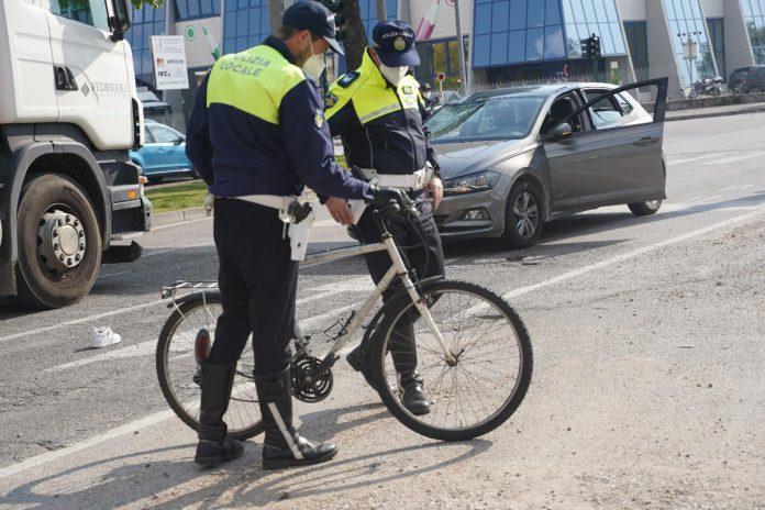 Ciclista investito verona in via del Commercio