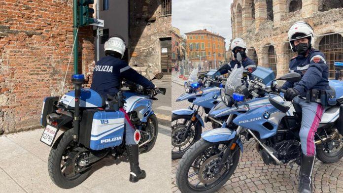 Agenti della Polizia di Stato in moto in centro a Verona
