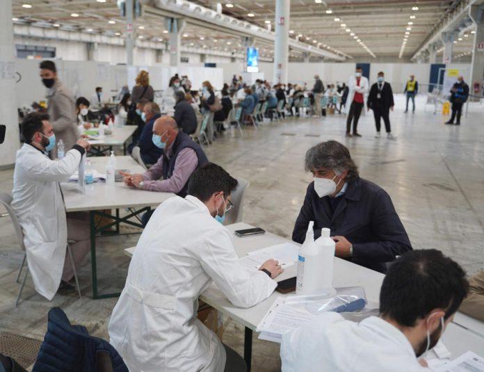 Sindaco di Verona Federico Sboarina - Vaccino in Fiera vaccinato vaccini