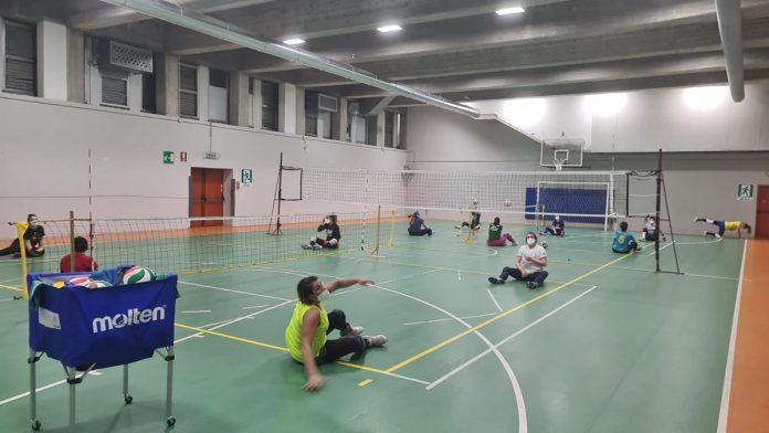 Sitting volley - Foto dalla pagina Facebook Volley GiocoParma - #inclusitting