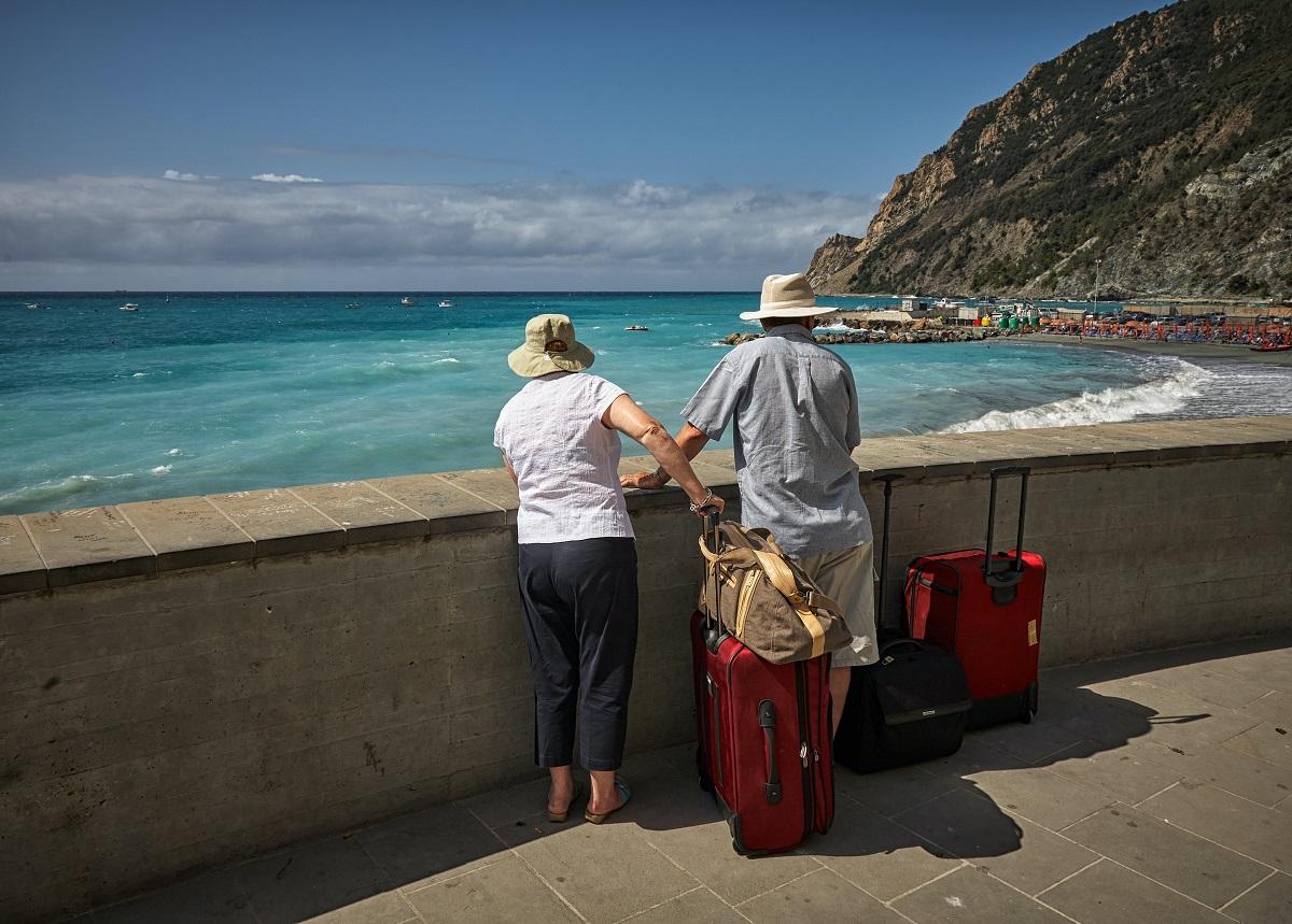 Turisti turismo viaggio lago mare viaggiare