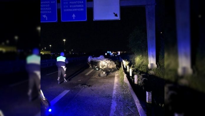 Verona auto si ribalta in tangenziale