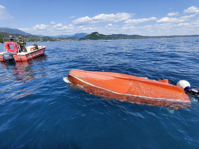barca ribaltata lago di garda