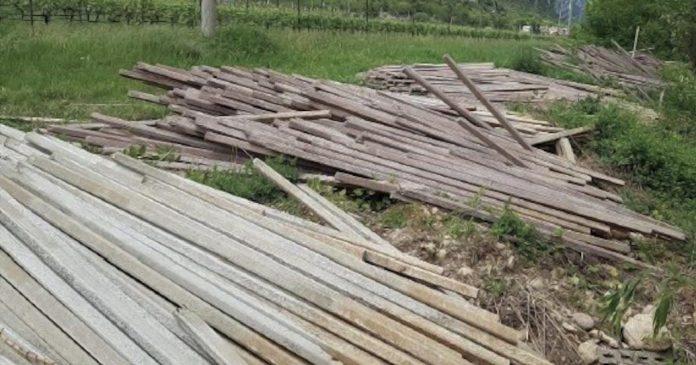 pali abbandonati a Caprino Veronese - Polizia Provinciale