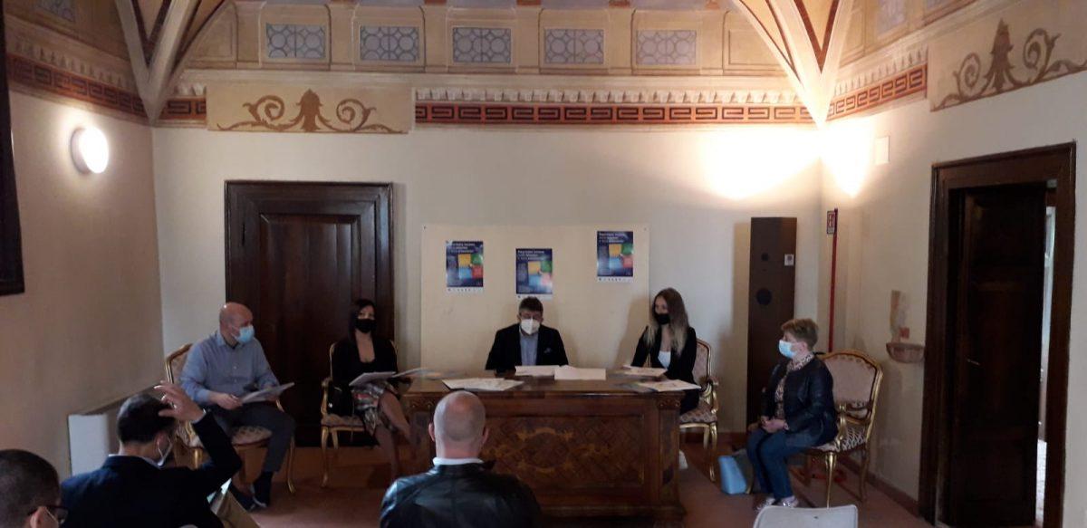 """Foto della conferenza stampa di presentazione dell'iniziativa di comunicazione del Distretto del Commercio """"Le Terre Piane"""". Foto di Federico Carbonini"""