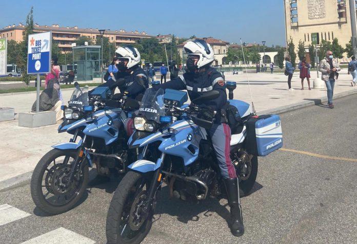 Accoltellamento piazzale stazione porta nuova polizia moto
