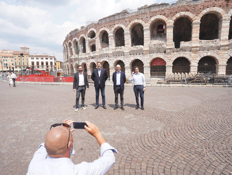 Zavarise, Bricolo, Fontana e Tosato davanti all'Arena