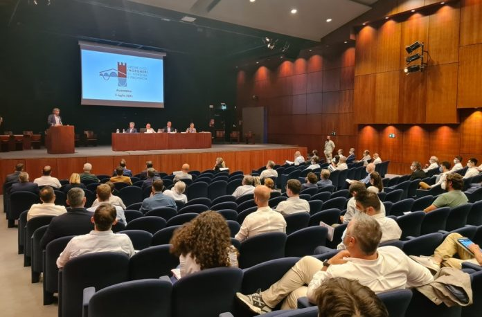 Il palco dell'assemblea dell'Ordine degli Ingegneri di Verona