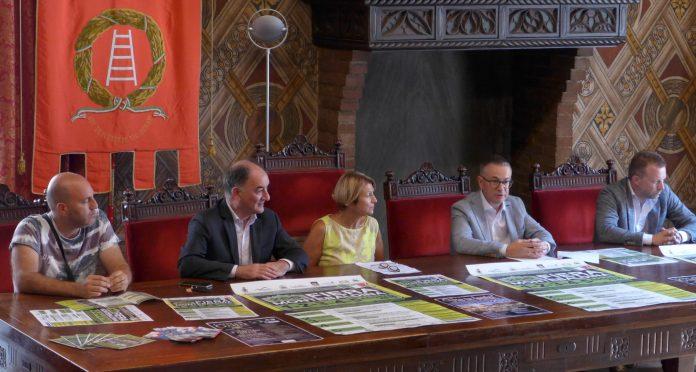 Si dà il via alla 268° edizione della Fiera Montebaldina partendo dal palazzo Scaligero e proseguendo a Caprino