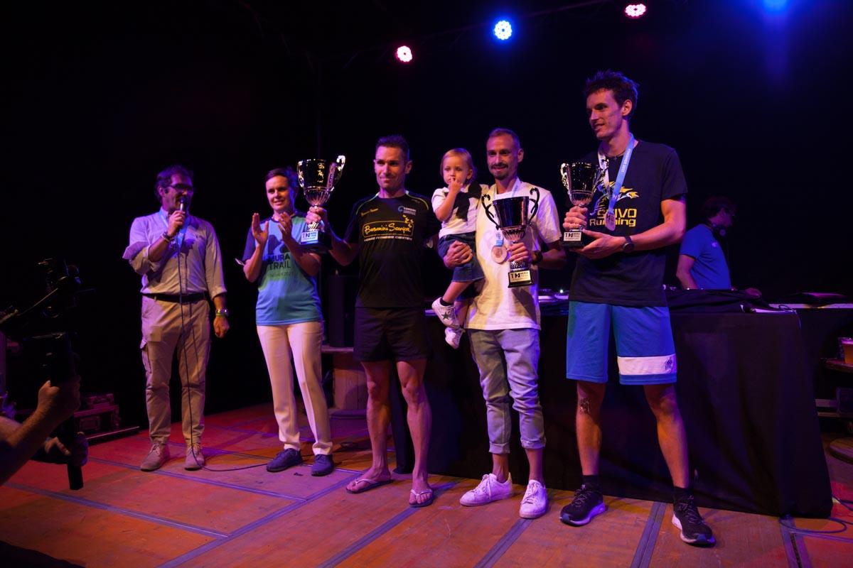 L'assessora Francesca Toffali e il podio maschile del Mura Trail 2021