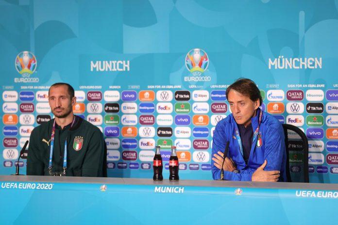 Giorgio Chiellini e mister Roberto Mancini