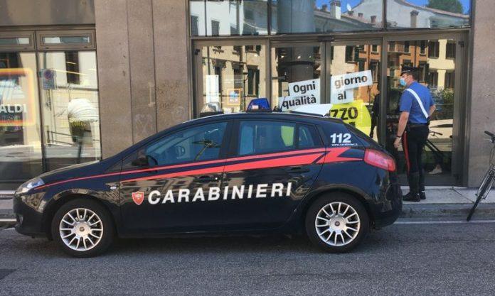 Tentato furto Carabinieri piazza Cittadella supermercato Aldi
