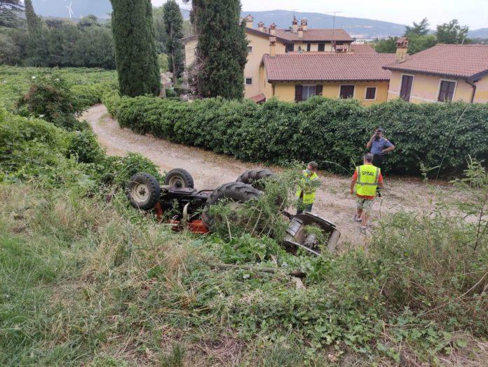 incidente trattore ribaltato affi