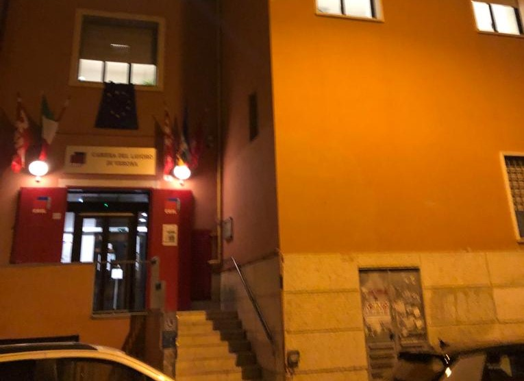 La Camera del Lavoro di Verona presidiata durante la notte sede Cgil Verona