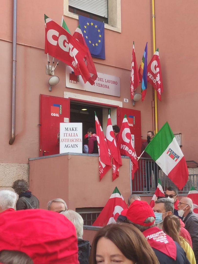 Presidio davanti alla sede della Cgil Verona