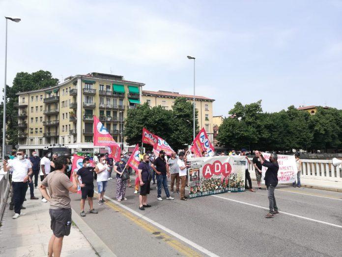 Una manifestazione di Adl Cobas a giugno 2021 a Verona